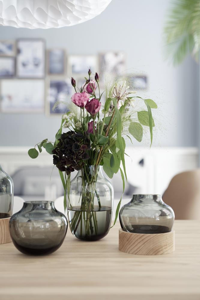 Navnet til disse nye vasene designet av Jamie Hayon sier seg nesten selv: High and Low vase.