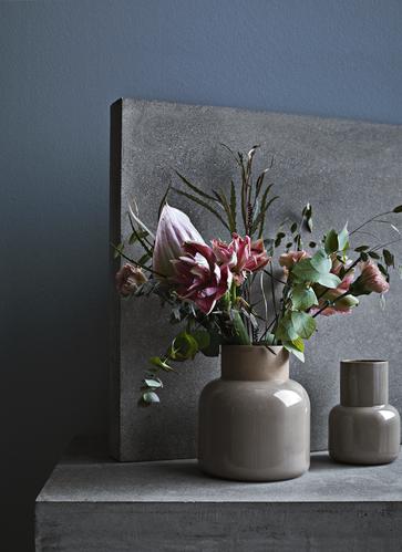 Earthenware er en serie i keramik designet av Cecilie Manz