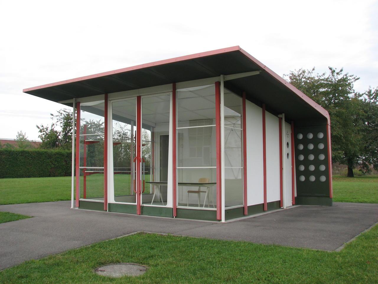 Jean Prouvè bensinstasjon på campusen til Vitra ved Weil am Rhein i Tyskland