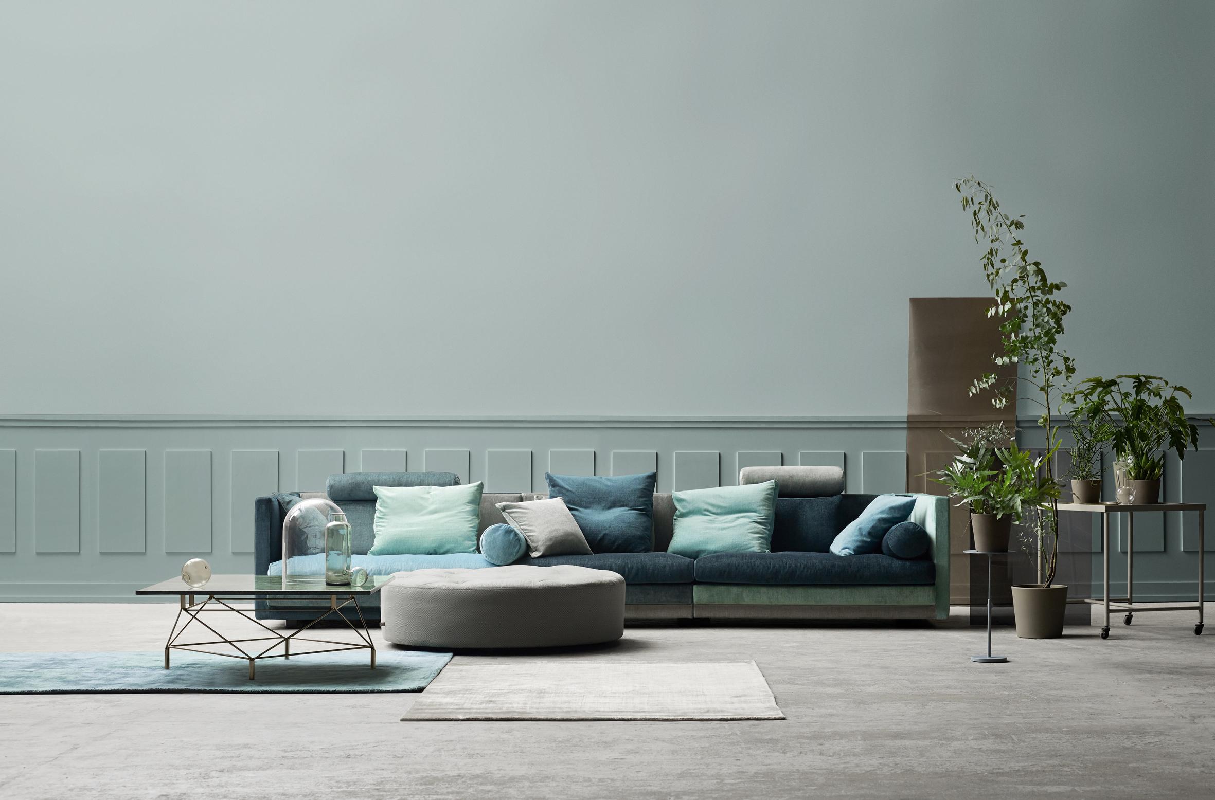 Noen sofaleverandører tilbyr muligheten for å mikse med farger og stoff. Her er Cocoon sofa fra Eilersen vist.