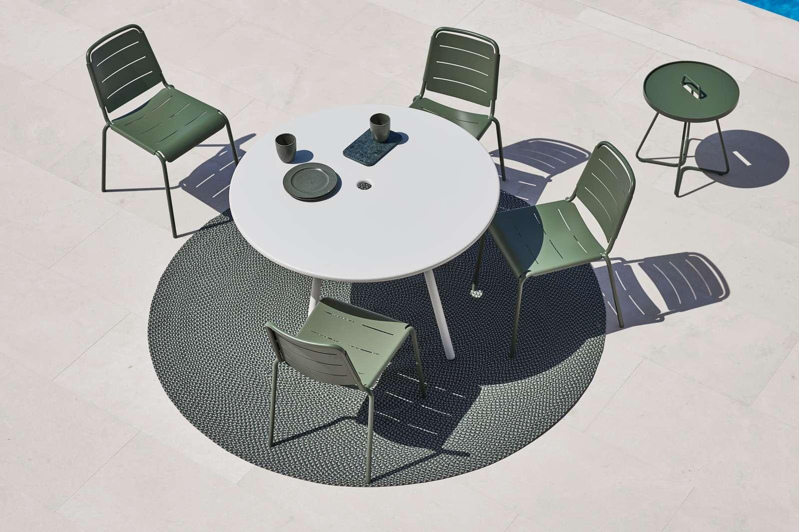 Oliven grønn er en av de nye fargene i Copenhagen spisestol, som også kan stables!
