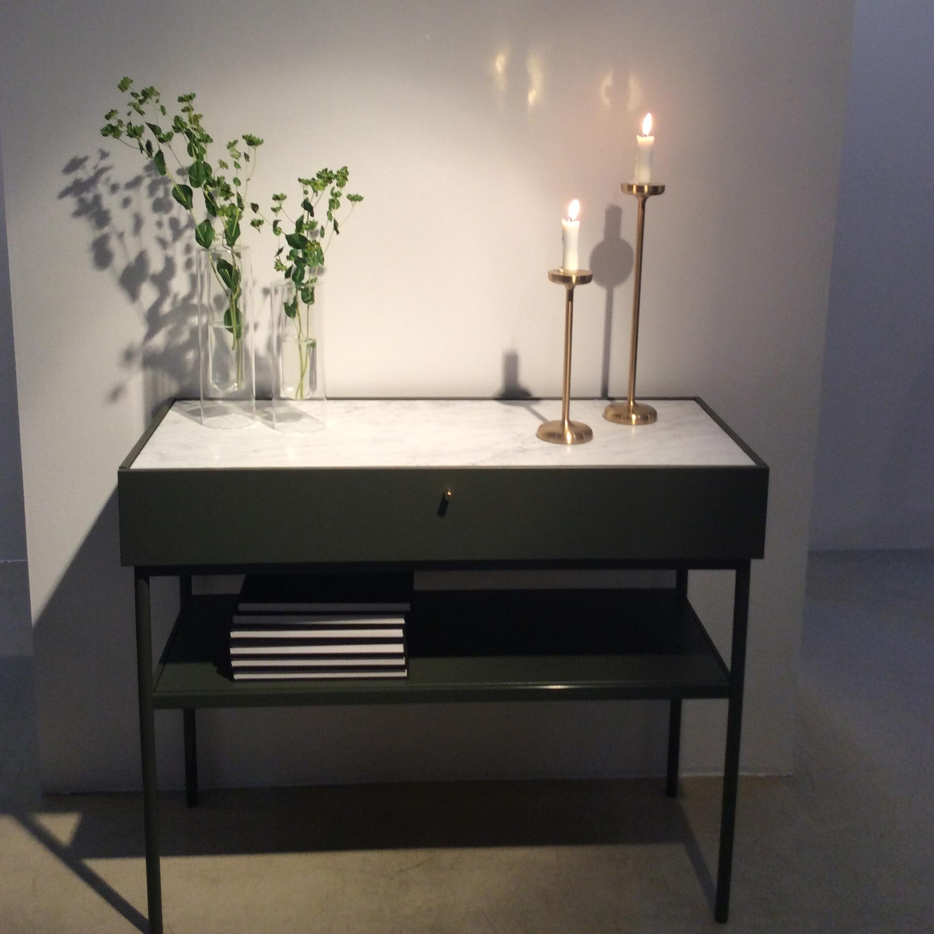 Skjenk fra Asplund i marmor og lakkert stål