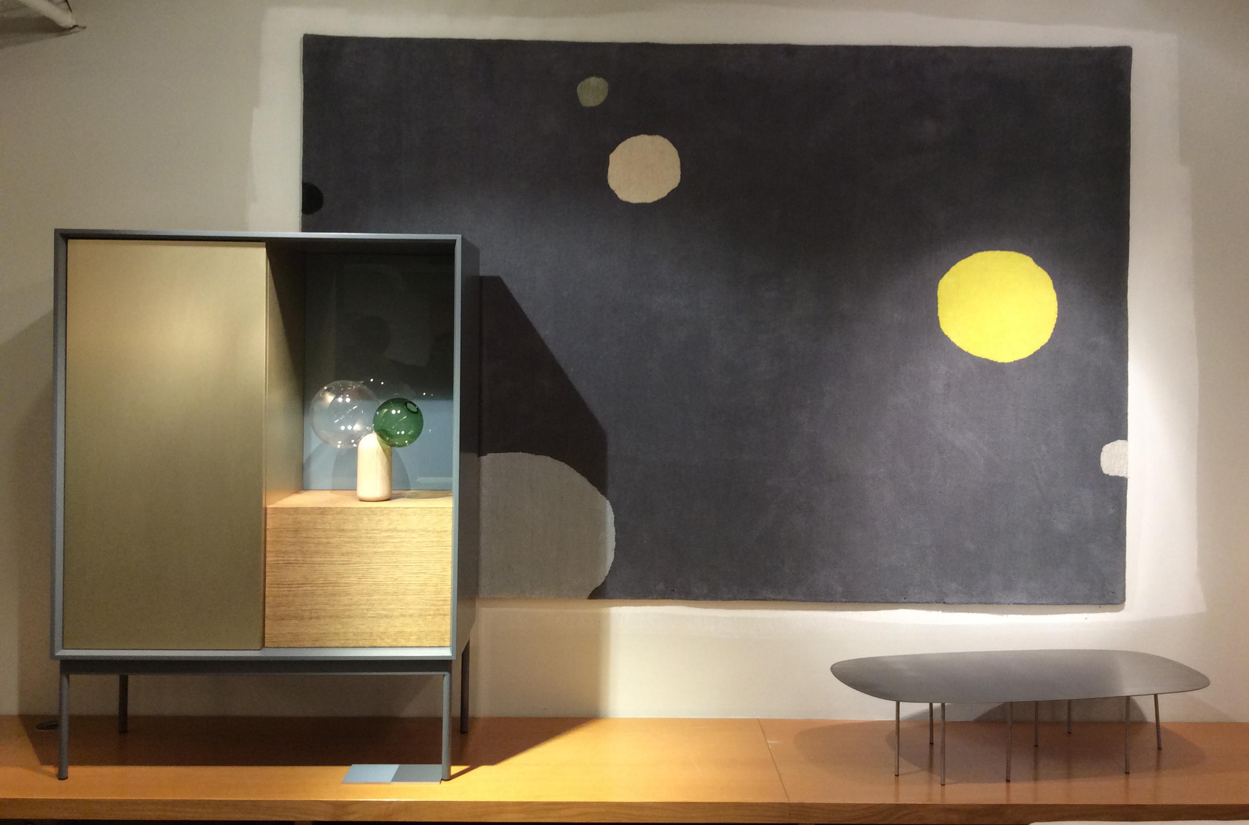 Dotti gulvteppe - passer også på veggen! Supert for dempe evt akustikk i store rom.