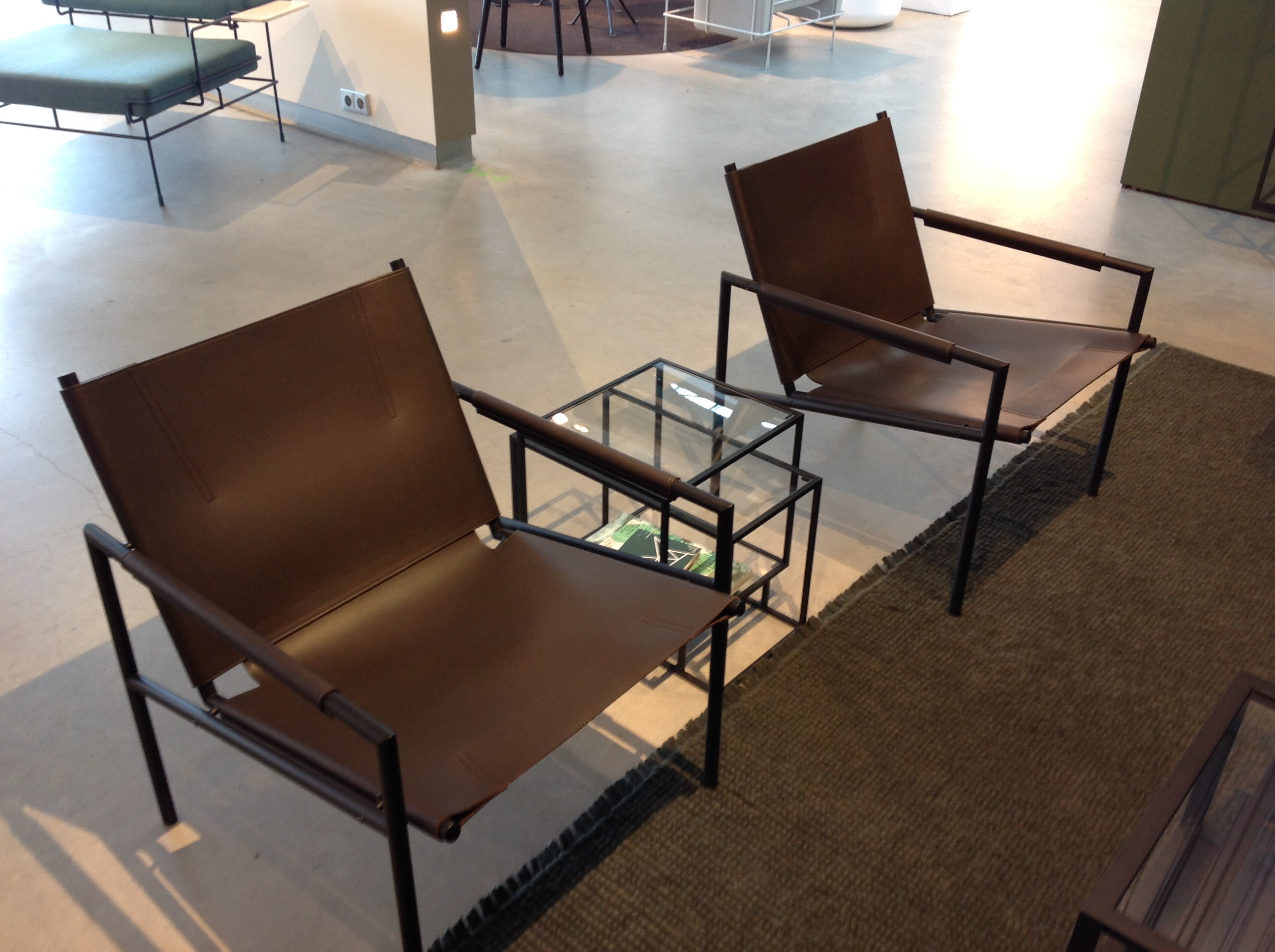 Klassiske Matrin Visser stol i ny drakt - sort ramme med mørk brunt lær.