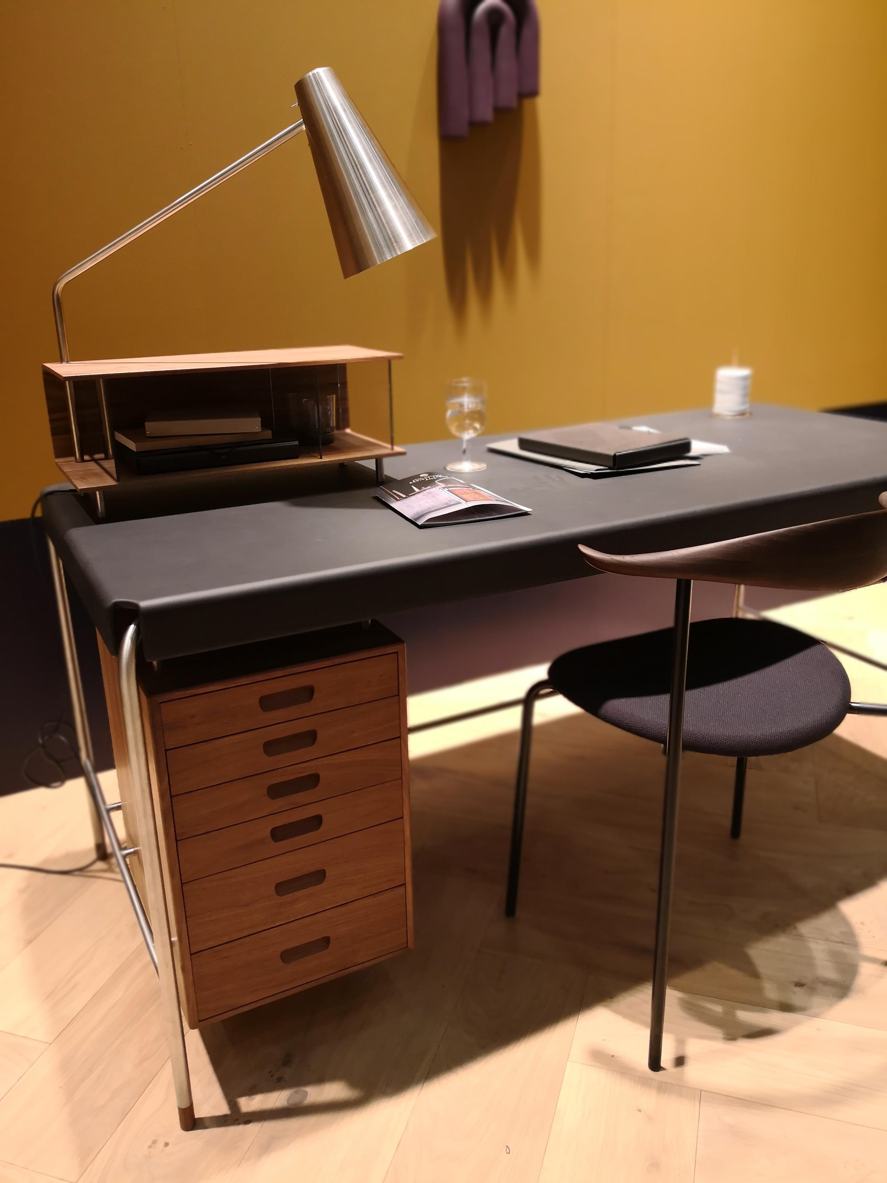 For den kresne, nytt Arne Jacobsen skrivebord fra Carl Hansen