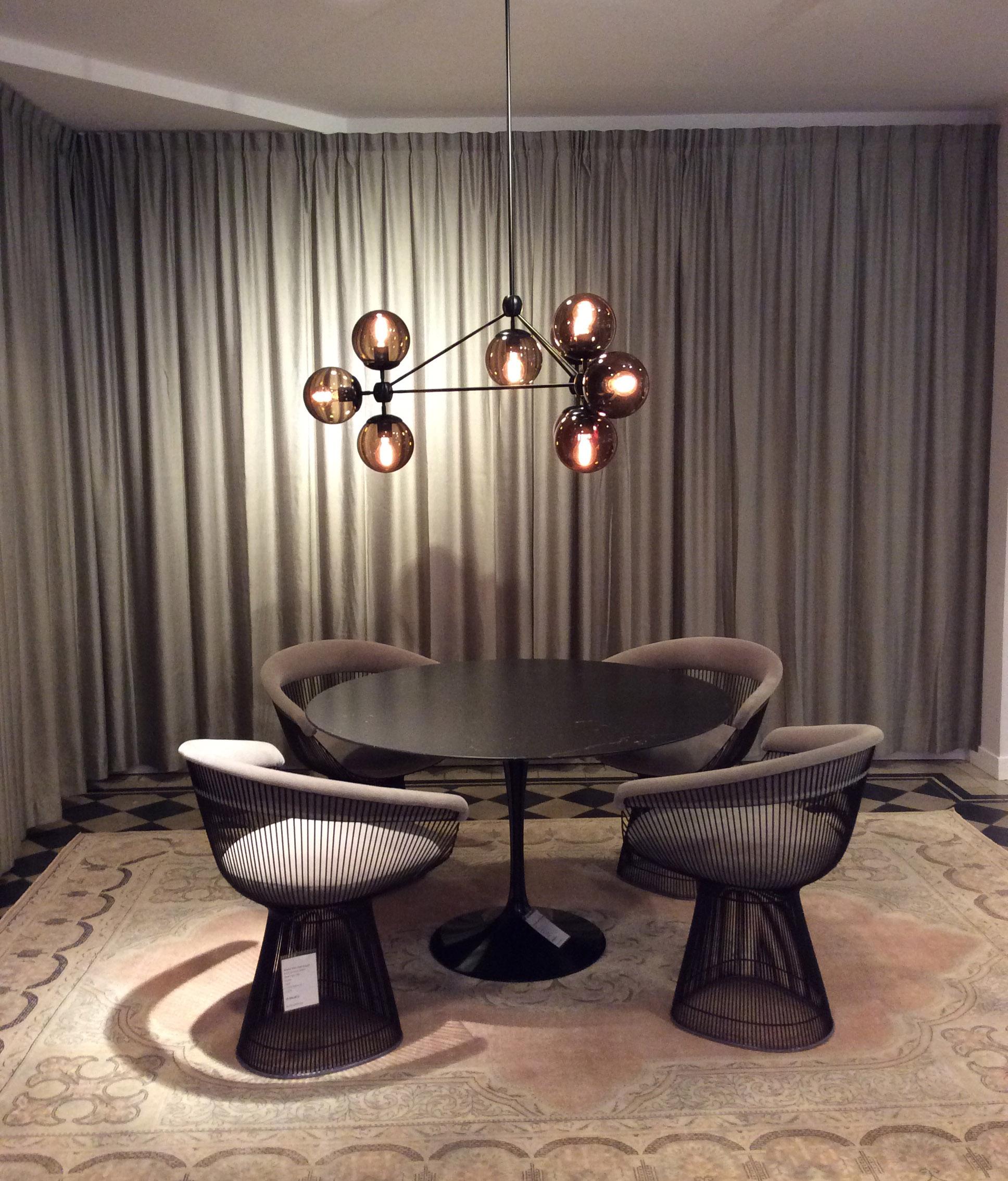 Varm kontinental stemning med møbler fra Knoll.