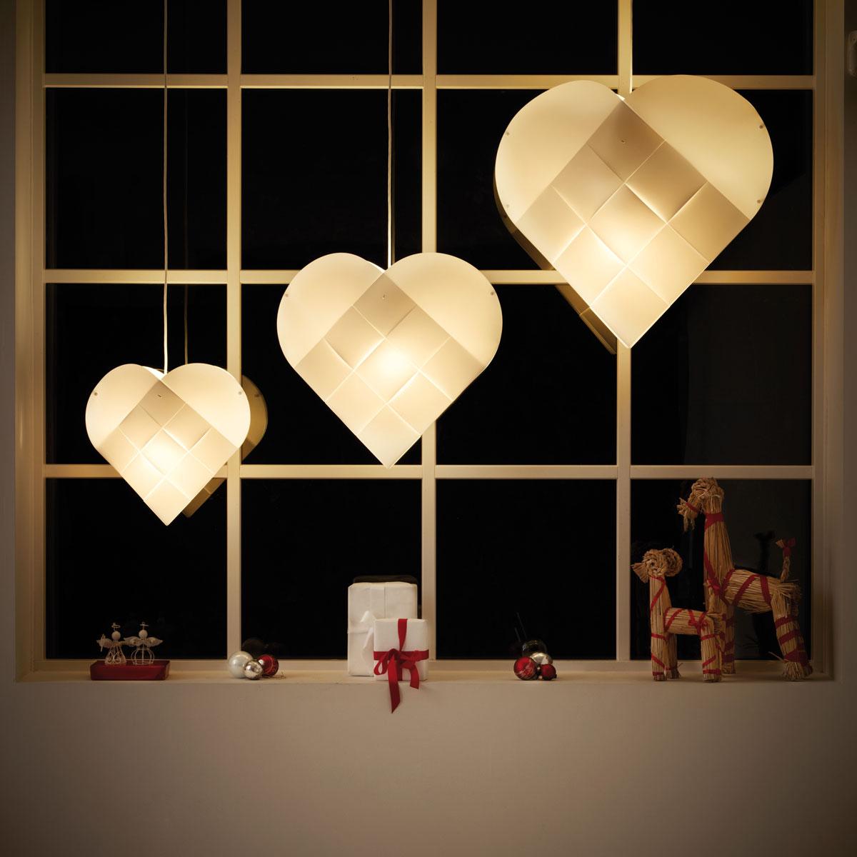 Julehjerte fra Le Klint, fås i flere størrelser og med rød eller hvit ledning.