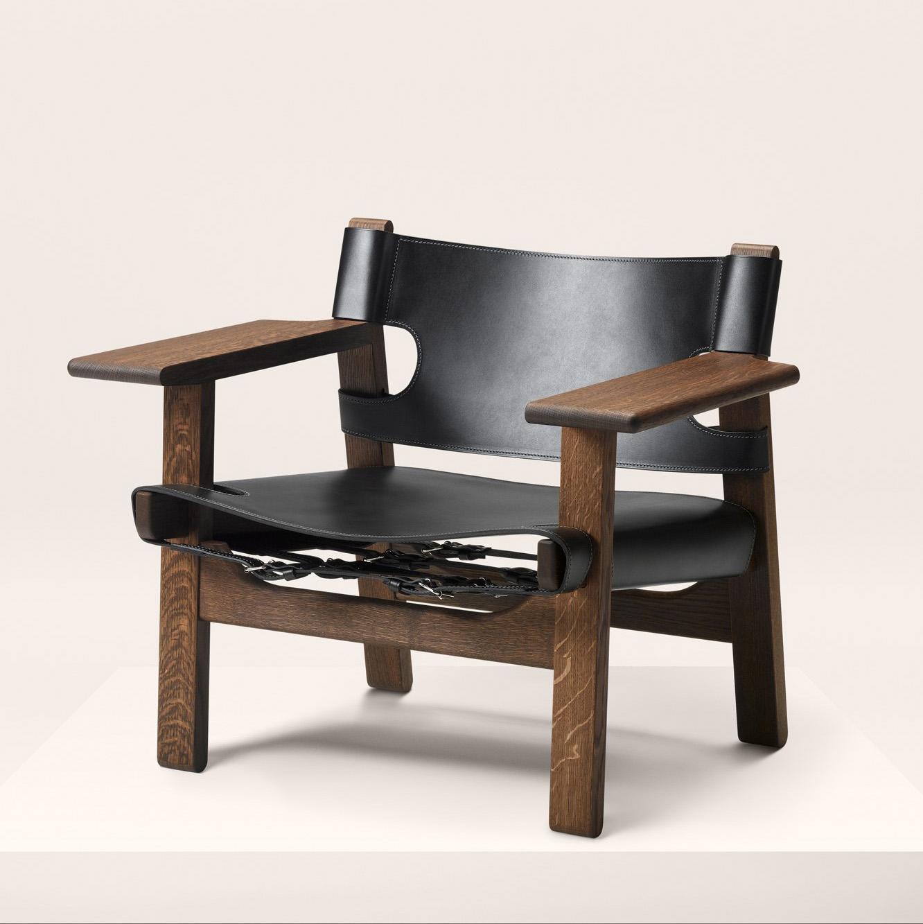 Den Spanske stolen av Børge Mogensen er en dansk klassiker - laget av heltre og lær holder den i generasjoner. Her er den vist i røykt eik - som vi også vil se mer til i 2016.