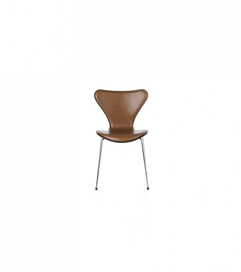 Forsidepolstret syver stol fra Fritz Hansen, design Arne Jacobsen