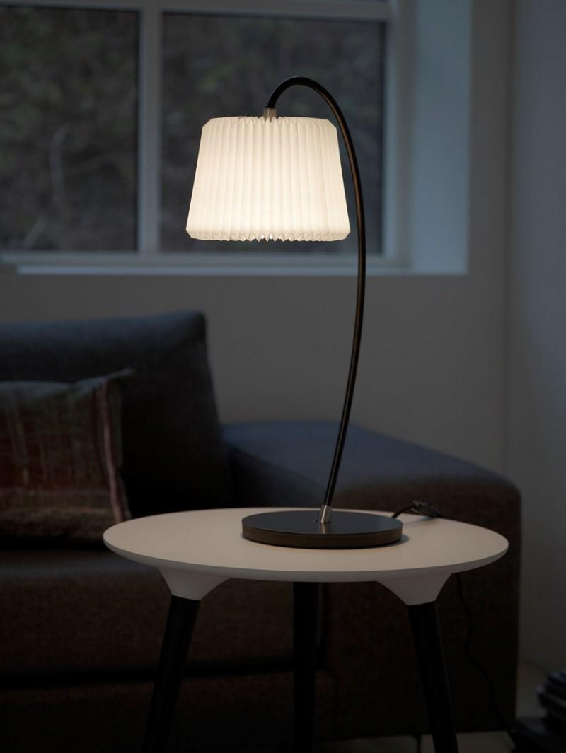 Snowdrop bordlampe fra Le Klint, design Harrit-Sørensen + Samson