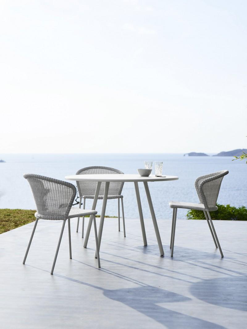 Lean stol og Area bord fra Cane-Line.