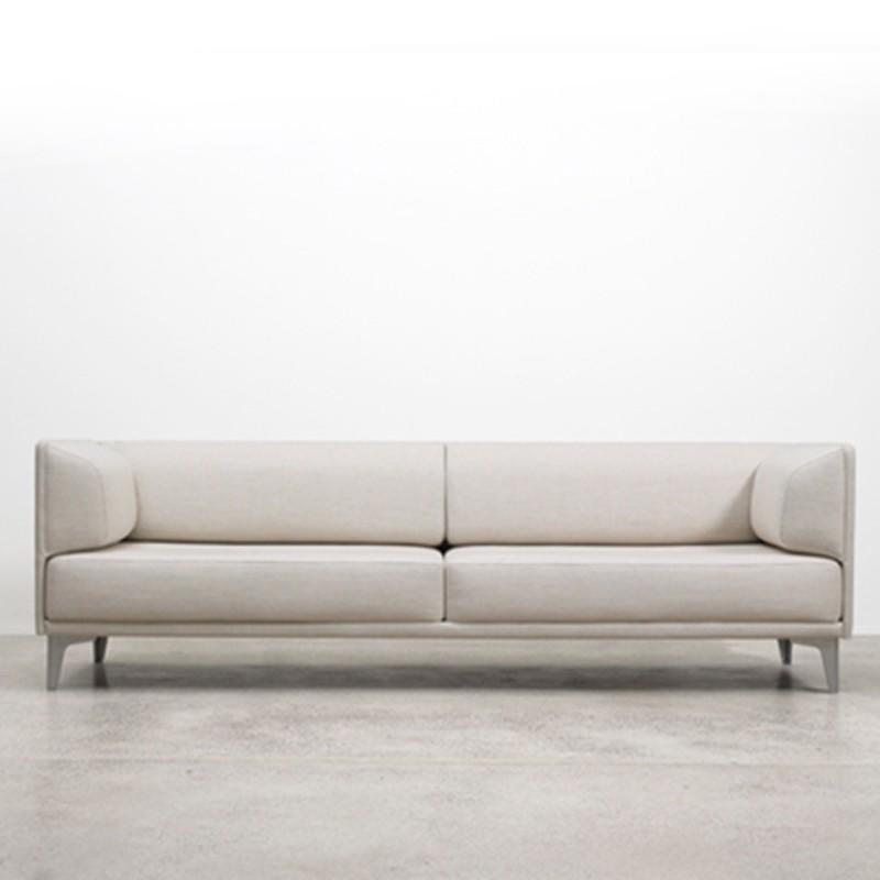 EJ 44 ApoLuna sofa designet av Hannes Wattstein
