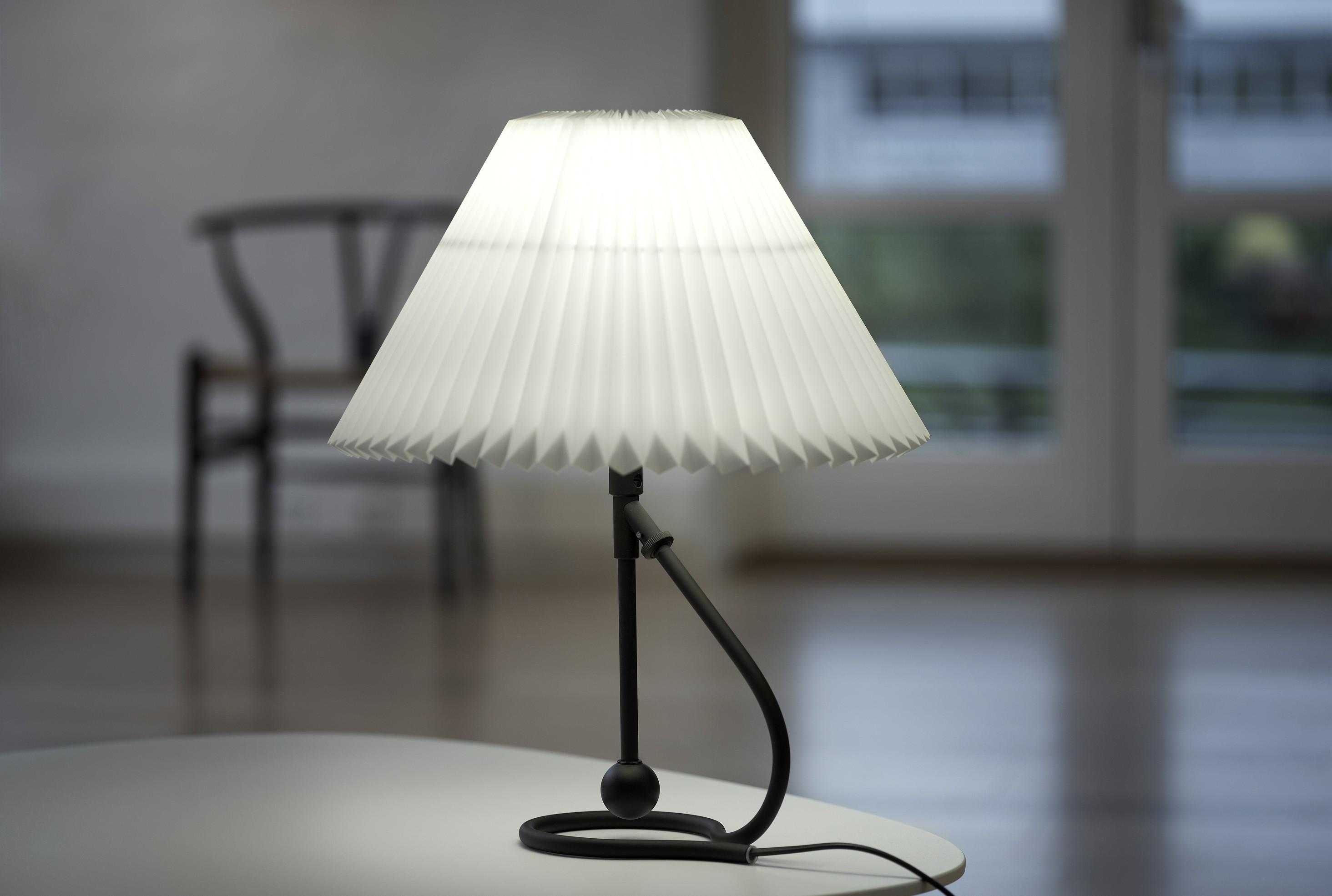 Picture of: Le Klint 306 Bord Og Vegg Lampe Mobelgalleriet Stavanger Designmobler