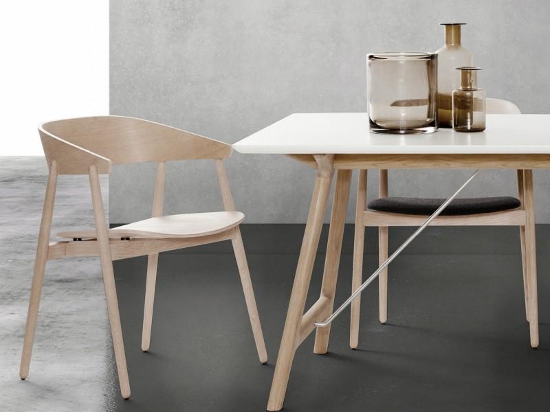 AC 2 spisestol og T7 spisebord fra Andersen Furniture
