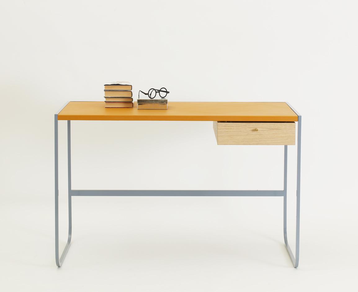 Tati skrivebord med skinntopp fra Asplund