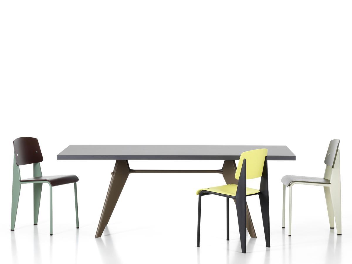 Solvay spisebord designet i 1941 sammen med Standard stoler designet i 1934.